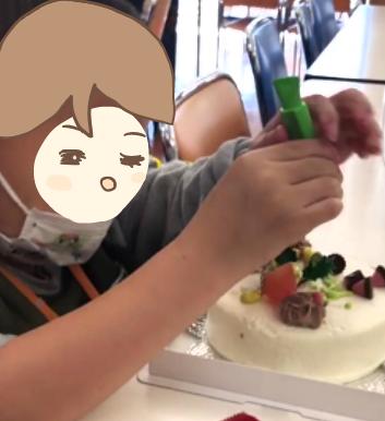 ケーキを作るかずぼー
